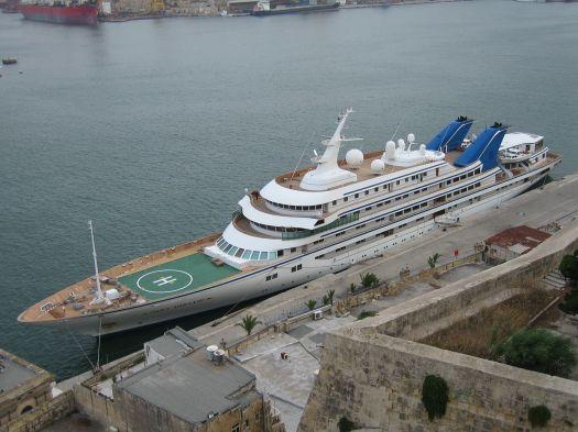 1280px-Prince_Abdulaziz_Yacht_Malta_2006